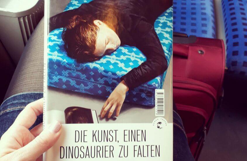 Kristina Pfister – Die Kunst, einen Dinosaurier zu falten
