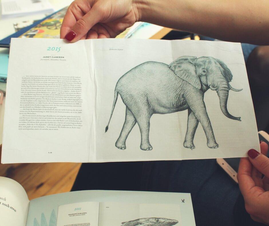 Buchseite mit Elefant