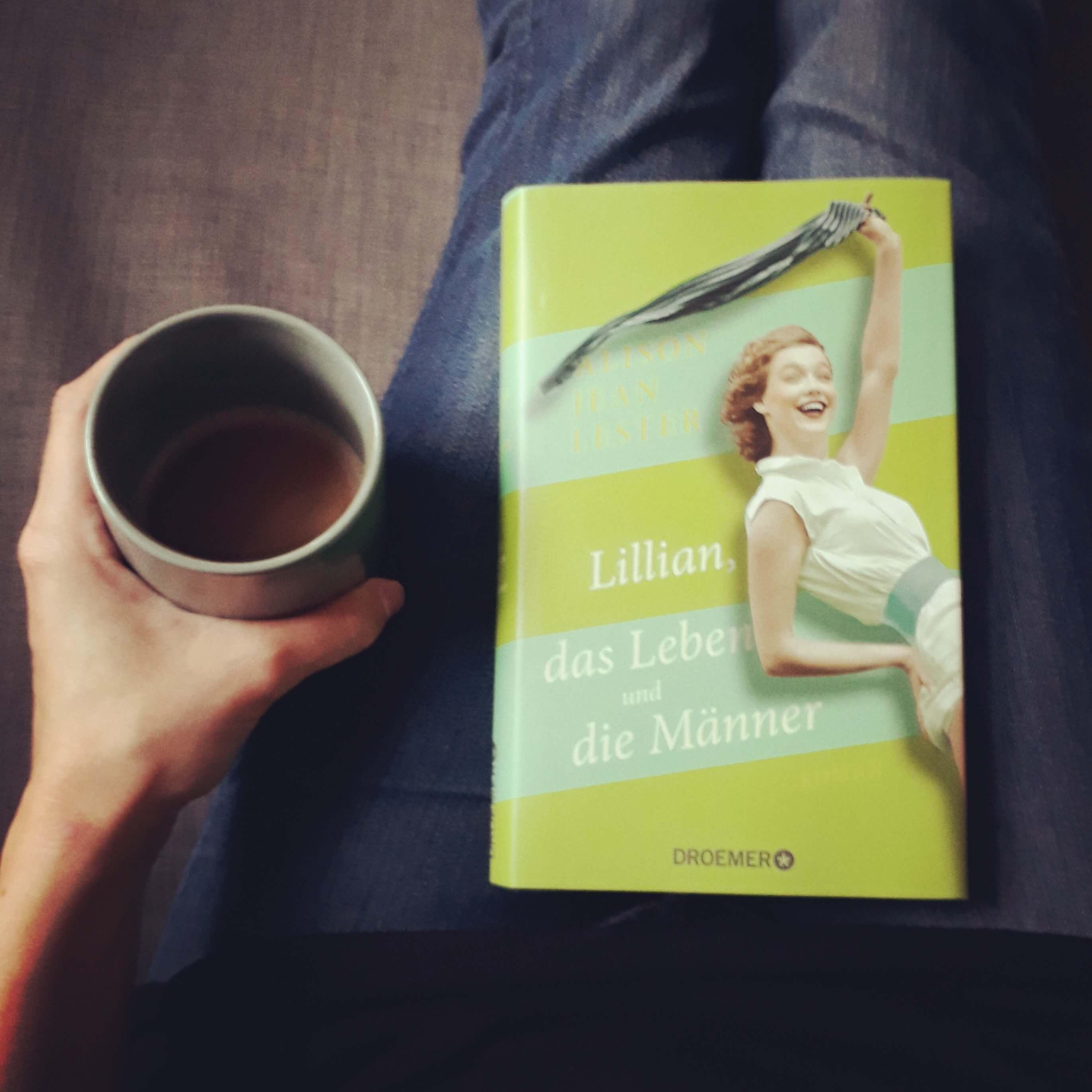 Cover des Buches und Tasse