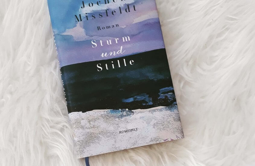 Buch auf Schaffell