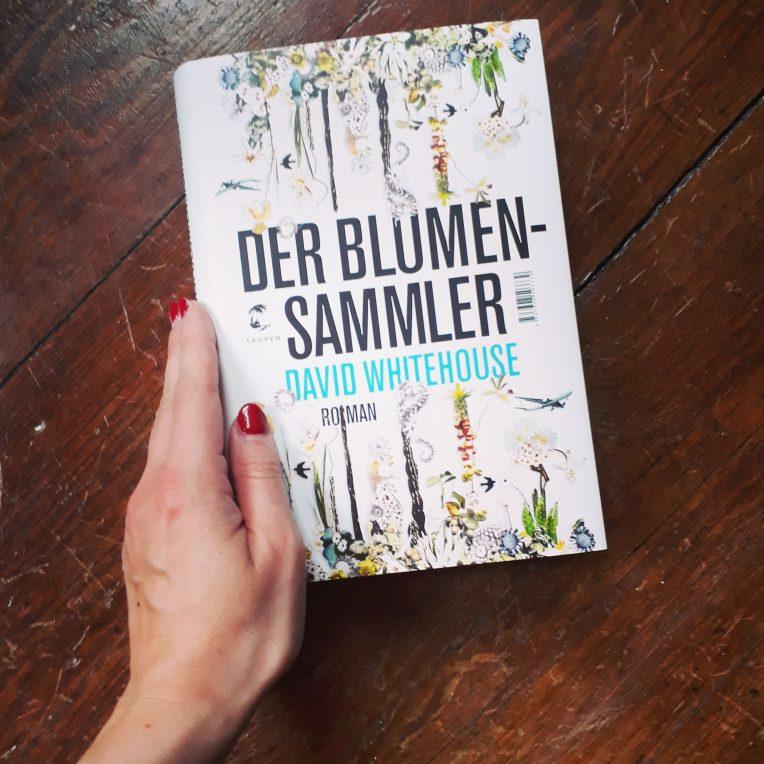 Cover des Buches der Blumensammler und Hand